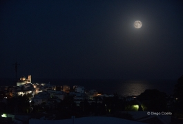 Superluna-en-altea-ilumina-el-mar