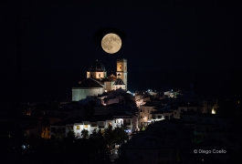 Superluna-en-altea-tras-casco-antiguo